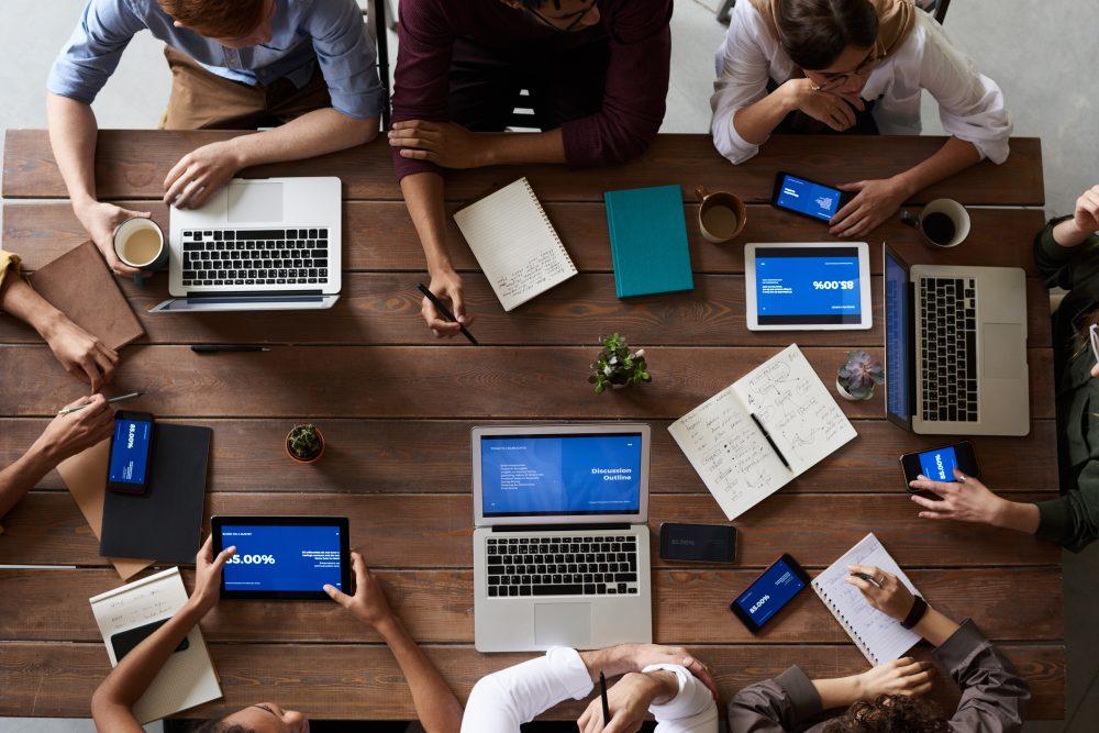 De COR, onderliggende ondernemingsraden en onderdeelcommissies: in concerns is medezeggenschap erg gelaagd. MZ Services helpt je om orde te scheppen.
