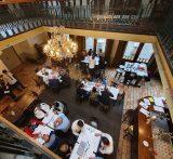Met een World café faciliteer je dat alle medewerkers met elkaar in gesprek kunnen gaan over hoe de organisatie eruit zou moeten zien.