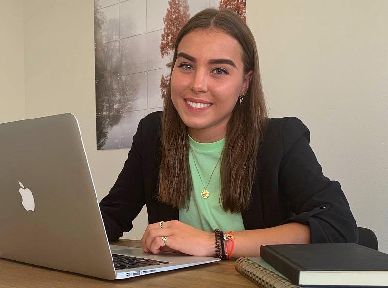 Hrm-stagiaire Merel Simonse zocht een afstudeerplek waar ze zelf de regie kan nemen over haar leerdoelen. Die vond ze bij ABGL en MZ Services.
